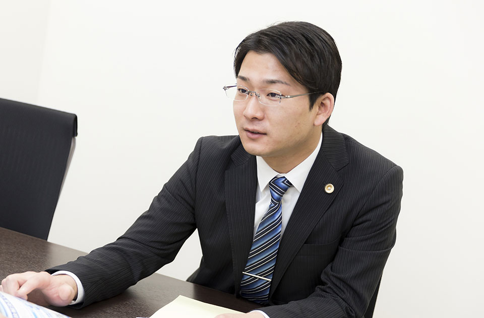 法律相談を受ける神津竜平弁護士